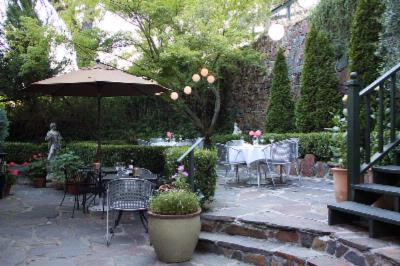 Outdoor Patio Dining At The Imperial 5 of 8