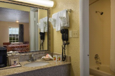 Vanity And Bathroom Area 7 of 7