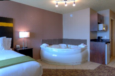 Jacuzzi Suite 8 of 10