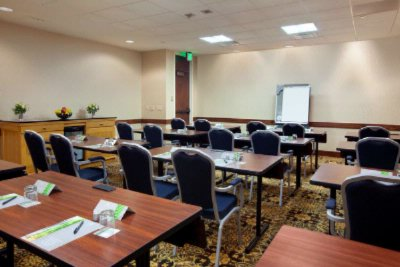 Hilton Provides The Perfect Meeting Set For Any Event 14 of 22