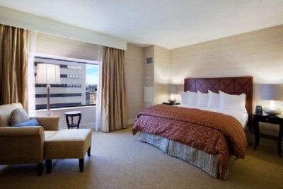 Deluxe Rooms And Suites Available With Upgraded Features Some With Whirlpool Tubs 3 of 22