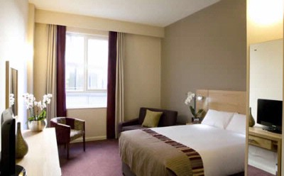 Bedroom Jurys Inn Belfast 2 of 7