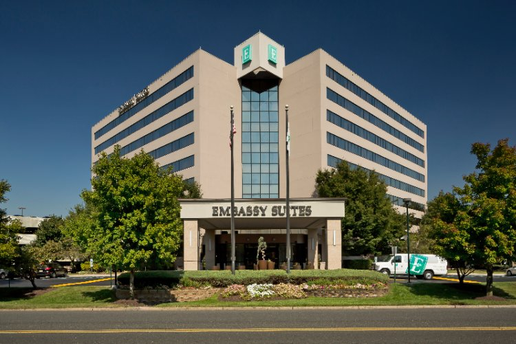 Embassy Suites by Hilton Secaucus Meadowlands 1 of 17