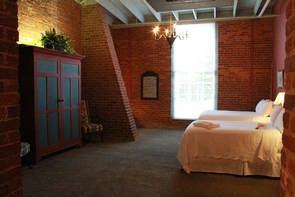 Guest Rooms At The Historic Brookstown Inn 11 of 15