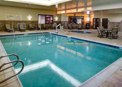 Indoor Swimming Pool And Jacuzzi 7 of 8