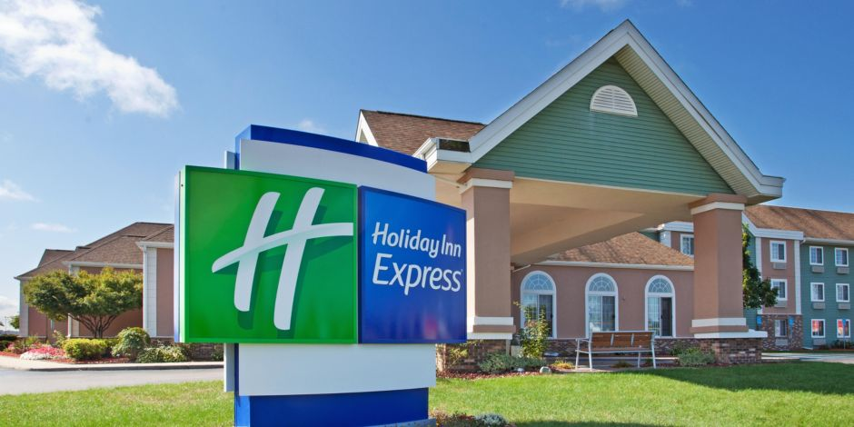 Holiday Inn Express Birch Run / Frankenmuth 1 of 10