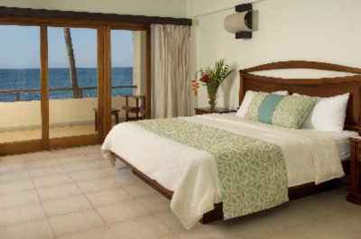 Beachfront Room / One King Bed 3 of 31