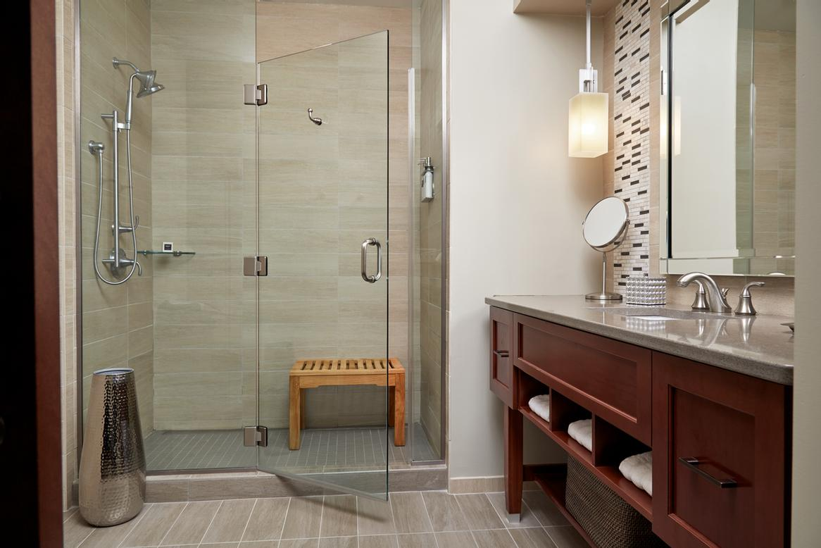 Modern Guestroom Bathrooms 10 of 15