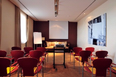 Meeting Room O Poeta 4 of 12