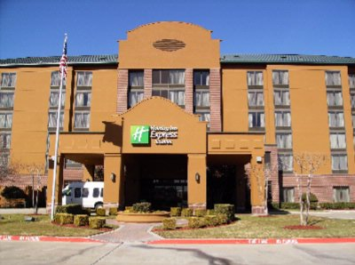 Holiday Inn Express & Suites Irving Convention Cen 1 of 9