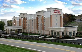 Hampton Inn & Suites 1 of 8