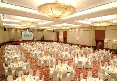 Grand Ballroom -Round Table Setting 8 of 16