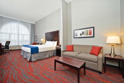 In Addition To Our Standard Room Type Amenities Our Suites Include The Living Room Area With Pull Out Couch And A Second 40 Inch Hdtv 7 of 16