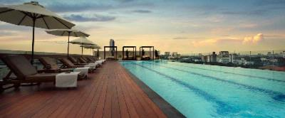 Rooftop Swimming Pool 8 of 13