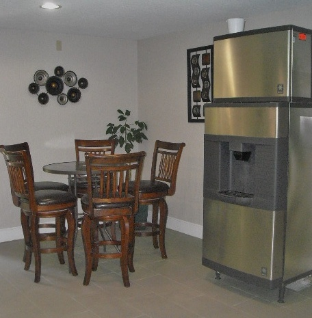 Convenient Seating And Icemaker Located Near Pool Area. 15 of 24