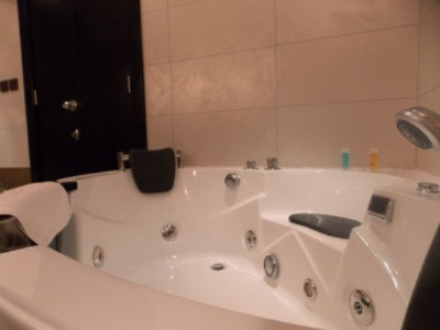 Room Jacuzzi 19 of 28