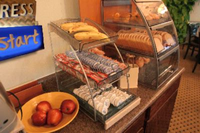 Holiday Inn Express Garden Grove Express Start Breakfast 3 of 12