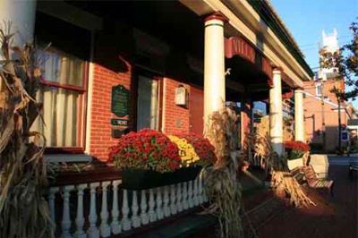 Exterior Of Strasburg Village Inn -Autumn Season 4 of 20