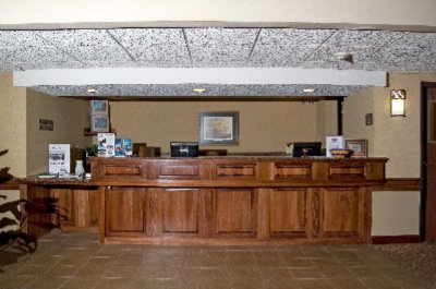 Front Desk 3 of 9
