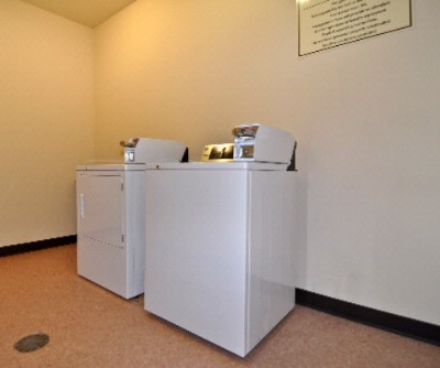 Guest Laundry Facility 7 of 8