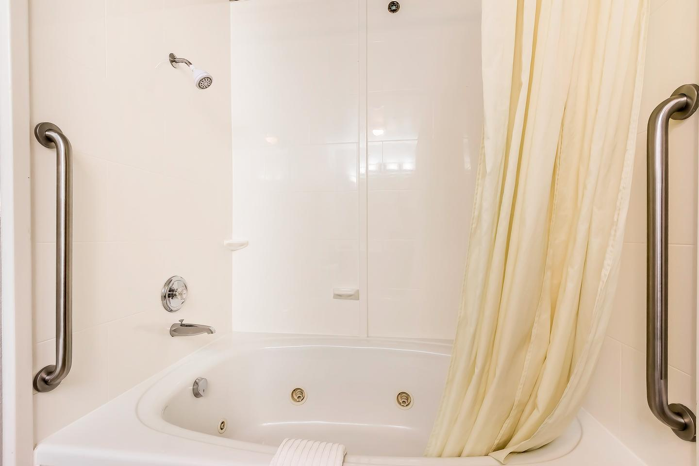 St.charles Suite Whirlpool Tub 14 of 23