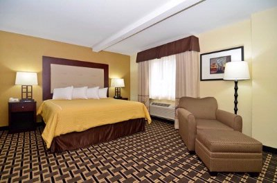 Hotels Near Woodstock Il With