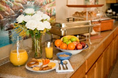 Our Guests Enjoy A Complimentary Hot Breakfast Buffet. 8 of 17