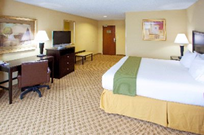 Spacious King Bedded Room 4 of 4