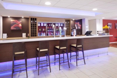 Holiday Inn Express Banbury Bar 7 of 9