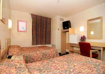 Rooms With 2 Double Beds 8 of 11