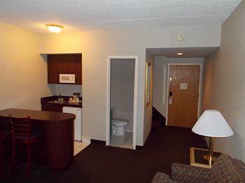 Bi-Level Suite Set-Up Lower Level 11 of 29